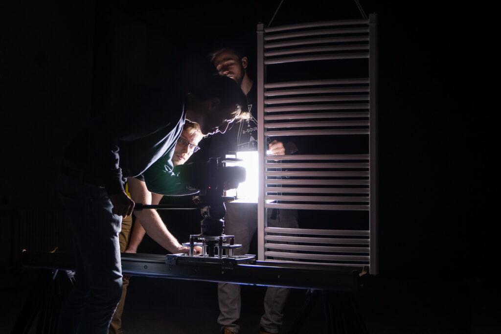 Světelné efekty na zavěšeném radiátoru - Produktové video